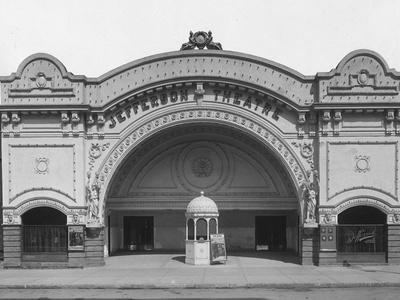 https://imgc.allpostersimages.com/img/posters/facade-of-the-jefferson-theater_u-L-PZMQFG0.jpg?p=0