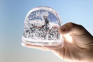 Hand, Snow-Ball, Picture, Motorcyclists, Shakes by Fact