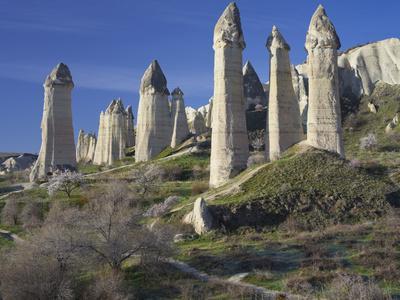 https://imgc.allpostersimages.com/img/posters/fairy-chimneys-in-the-liebestal-love-valley-tuff-stone-cappadocia-anatolia-turkey_u-L-Q11YPMQ0.jpg?p=0