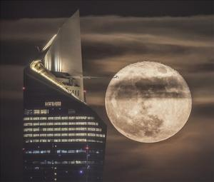 Handling The Supermoon by Faisal Alnomas