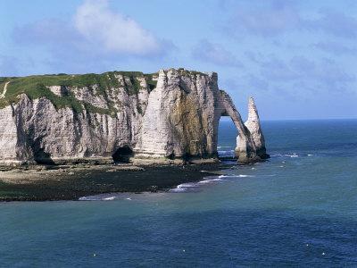 https://imgc.allpostersimages.com/img/posters/falaises-cliffs-and-rocks-near-etretat-cote-d-albatre-haute-normandie-france_u-L-P1JSYH0.jpg?p=0