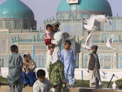 https://imgc.allpostersimages.com/img/posters/family-feeding-the-famous-white-pigeons-shrine-of-hazrat-ali-mazar-i-sharif-afghanistan_u-L-P1T85S0.jpg?p=0