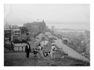 https://imgc.allpostersimages.com/img/posters/family-walks-on-the-heights-of-quebec-city-le-chateau-frontenac-in-the-background-1910_u-L-P6V8G20.jpg?artPerspective=n