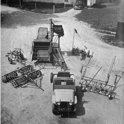 https://imgc.allpostersimages.com/img/posters/farm-equipment-surrounding-a-farmer-s-jeep-in-demonstration-of-postwar-uses-for-military-vehicles_u-L-P75Z290.jpg?p=0