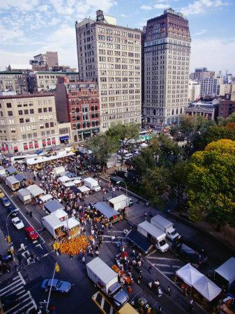 https://imgc.allpostersimages.com/img/posters/farmers-market-on-union-square-new-york-city-new-york-usa_u-L-P4FR0S0.jpg?p=0