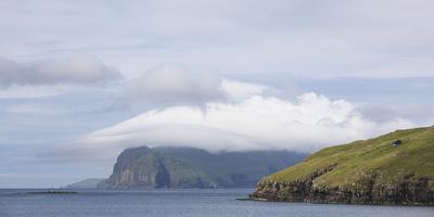 https://imgc.allpostersimages.com/img/posters/faroes-coast-scenery-sea-mykines_u-L-Q1EYBPH0.jpg?artPerspective=n
