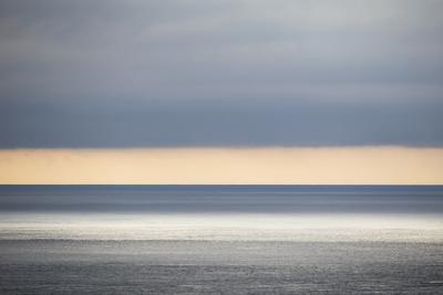 https://imgc.allpostersimages.com/img/posters/faroes-light-mood-sea-heaven_u-L-Q1EY4IQ0.jpg?artPerspective=n