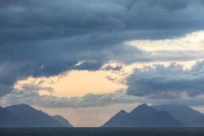 https://imgc.allpostersimages.com/img/posters/faroes-silhouette-arrival-clouds_u-L-Q1EYAUO0.jpg?artPerspective=n