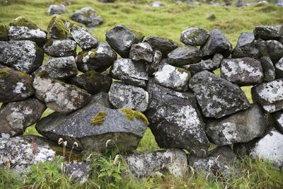 https://imgc.allpostersimages.com/img/posters/faroes-stone-wall_u-L-Q1EY41R0.jpg?artPerspective=n