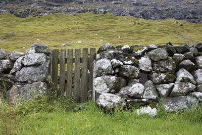 https://imgc.allpostersimages.com/img/posters/faroes-stone-wall_u-L-Q1EY41V0.jpg?artPerspective=n