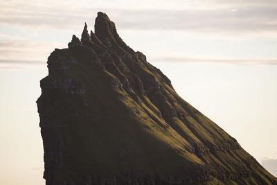 https://imgc.allpostersimages.com/img/posters/faroes-tindholmur-summit-detail_u-L-Q1EYEOO0.jpg?artPerspective=n