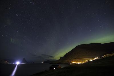 https://imgc.allpostersimages.com/img/posters/faroes-vagar-bour-aurora-borealis-bay_u-L-Q1EYABC0.jpg?artPerspective=n
