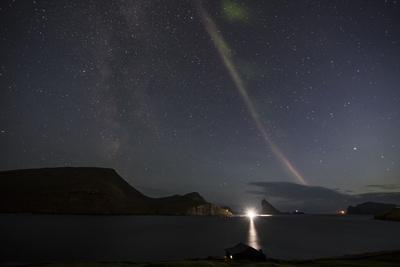 https://imgc.allpostersimages.com/img/posters/faroes-vagar-bour-aurora-borealis-bay_u-L-Q1EYC7U0.jpg?artPerspective=n