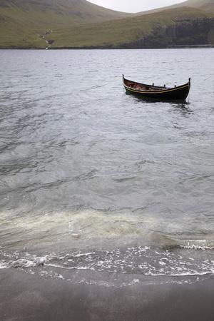 https://imgc.allpostersimages.com/img/posters/faroes-vagar-bour-boat_u-L-Q1EY7150.jpg?artPerspective=n