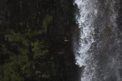 https://imgc.allpostersimages.com/img/posters/faroes-vagar-gasadalur-puffin-fratercula-arctica-waterfall_u-L-Q1EY8H30.jpg?artPerspective=n