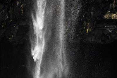 https://imgc.allpostersimages.com/img/posters/faroes-vagar-gasadalur-waterfall_u-L-Q1EYER00.jpg?artPerspective=n