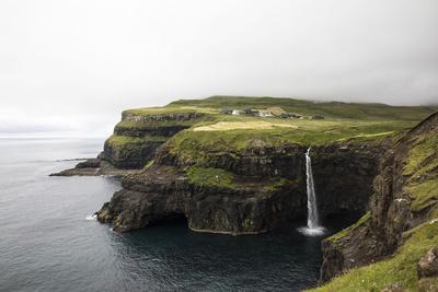 https://imgc.allpostersimages.com/img/posters/faroes-vagar-gasaldur-waterfall_u-L-Q1EYEN10.jpg?artPerspective=n