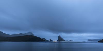 https://imgc.allpostersimages.com/img/posters/faroes-vagar-sorvagsfjordur-dusk_u-L-Q1EY7CK0.jpg?artPerspective=n