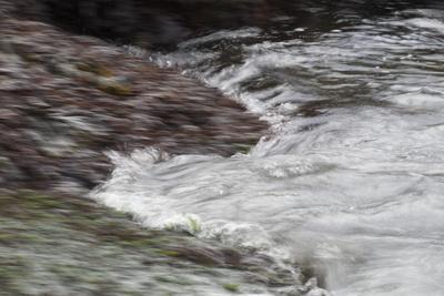 https://imgc.allpostersimages.com/img/posters/faroes-wave-surf-detail_u-L-Q1EYA3Z0.jpg?artPerspective=n