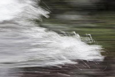 https://imgc.allpostersimages.com/img/posters/faroes-wave-surf-detail_u-L-Q1EYB0G0.jpg?artPerspective=n