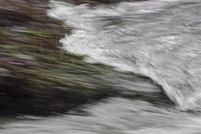 https://imgc.allpostersimages.com/img/posters/faroes-wave-surf-detail_u-L-Q1EYC0K0.jpg?artPerspective=n