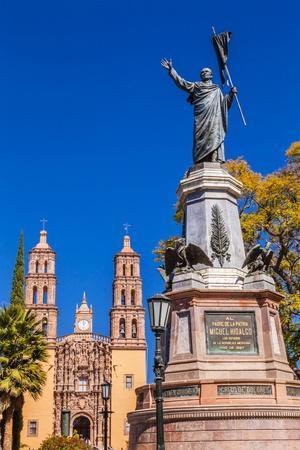 https://imgc.allpostersimages.com/img/posters/father-miguel-hidalgo-statue-parroquia-catedral-dolores-hidalgo-mexico_u-L-Q1D0HG50.jpg?p=0
