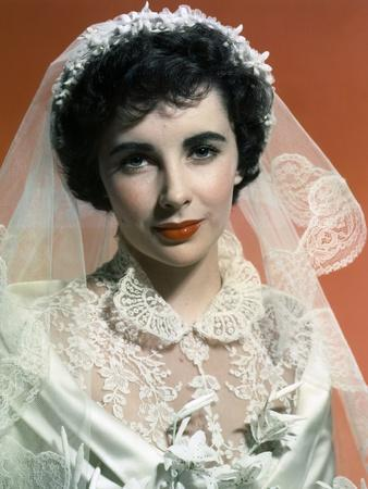 https://imgc.allpostersimages.com/img/posters/father-of-the-bride-1950-directed-by-vincente-minnelli-elizabeth-taylor-photo_u-L-Q1C433F0.jpg?artPerspective=n