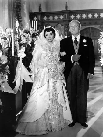 https://imgc.allpostersimages.com/img/posters/father-of-the-bride-1950-directed-by-vincente-minnelli-elizabeth-taylor-spencer-tracy-b-w-photo_u-L-Q1C42BR0.jpg?artPerspective=n
