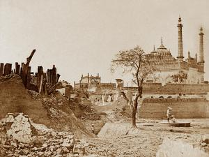 The Battery Near the Begum Kotee, Lucknow by Felice Beato
