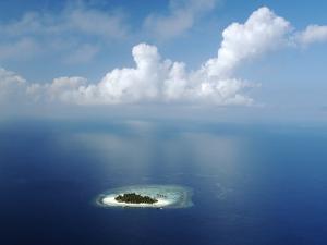 Kandholhudu Island, Ari Atoll, Alifu, Maldives by Felix Hug