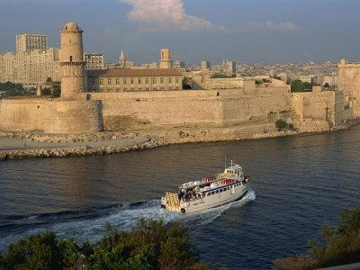 https://imgc.allpostersimages.com/img/posters/ferry-passing-the-old-fortress-entering-marseille-harbour-bouches-du-rhone-provence-france_u-L-P7X54K0.jpg?p=0