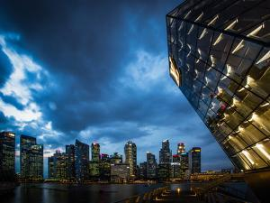 Cityscape of Singapore at night by Ferry Tan