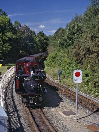 https://imgc.allpostersimages.com/img/posters/ffestiniog-railway-at-tan-y-bwlch-the-busiest-of-the-north-wales-narrow-gauge-railways_u-L-P91M5R0.jpg?p=0