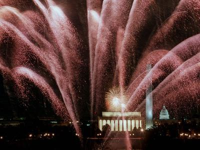 https://imgc.allpostersimages.com/img/posters/fireworks-cascade-over-the-lincoln-memorial_u-L-Q10ORRN0.jpg?artPerspective=n