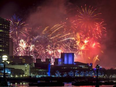 https://imgc.allpostersimages.com/img/posters/fireworks-over-the-south-bank-london-england-united-kingdom_u-L-PWFC720.jpg?p=0