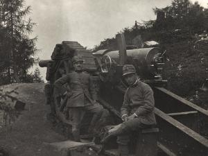First World War: A Couple of Officers with a Gun in Valsugana