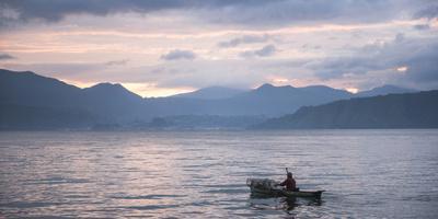 https://imgc.allpostersimages.com/img/posters/fisherman-in-a-fishing-boat-on-lake-toba-danau-toba-at-sunrise-north-sumatra-indonesia_u-L-Q12SE230.jpg?p=0