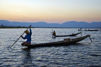 https://imgc.allpostersimages.com/img/posters/fisherman-on-inle-lake-shan-state-myanmar-burma-asia_u-L-PNGGOS0.jpg?p=0