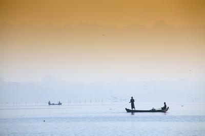 https://imgc.allpostersimages.com/img/posters/fishermen-on-taungthaman-lake-near-amarapura-mandalay-myanmar-burma-southeast-asia_u-L-Q12SE0A0.jpg?p=0