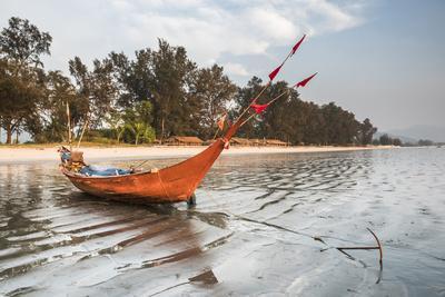 https://imgc.allpostersimages.com/img/posters/fishing-boat-on-maungmagan-beach-dawei-tanintharyi-region-myanmar-burma-asia_u-L-Q12R59I0.jpg?p=0