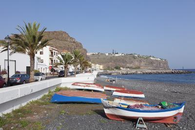 https://imgc.allpostersimages.com/img/posters/fishing-boats-at-the-beach-playa-de-santiago-la-gomera-canary-islands-spain-atlantic-europe_u-L-PWFRG00.jpg?p=0