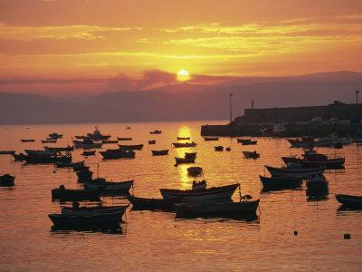 https://imgc.allpostersimages.com/img/posters/fishing-boats-in-harbour-finisterre-galicia-spain-europe_u-L-P7NGIO0.jpg?p=0