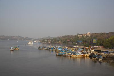 https://imgc.allpostersimages.com/img/posters/fishing-harbour-at-panjim-goa-india-asia_u-L-PWFQS20.jpg?p=0
