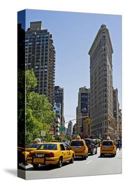 Flatiron Building on Fifth Avenue, Manhattan, New York City, New York, USA