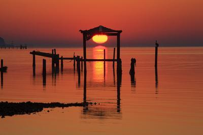 https://imgc.allpostersimages.com/img/posters/florida-apalachicola-old-boat-house-at-sunrise-on-apalachicola-bay_u-L-PXRSTR0.jpg?artPerspective=n