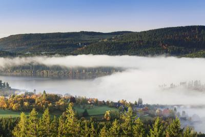https://imgc.allpostersimages.com/img/posters/fog-about-the-schluchsee-black-forest-baden-wurttemberg-germany_u-L-Q1EY3TF0.jpg?artPerspective=n