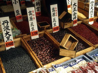 https://imgc.allpostersimages.com/img/posters/food-for-sale-at-the-tsukiji-market-tokyo-japan_u-L-P23ZVI0.jpg?artPerspective=n