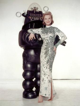 FORBIDDEN PLANET, 1956 directed by FRED M.WILCOX Anne Francis and Robby, the Robot (photo)