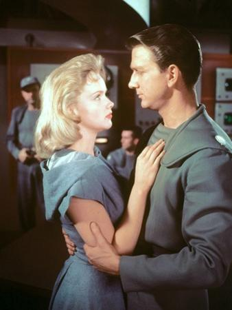 FORBIDDEN PLANET, 1956 directed by FRED M.WILCOX Leslie Nielsen and Anne Francis (photo)