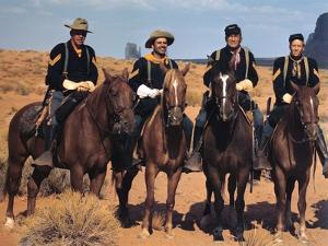 FORT APACHE, 1948 directed by JOHN FORD Center, Pedro Armendariz and Victor McLaglen (photo)
